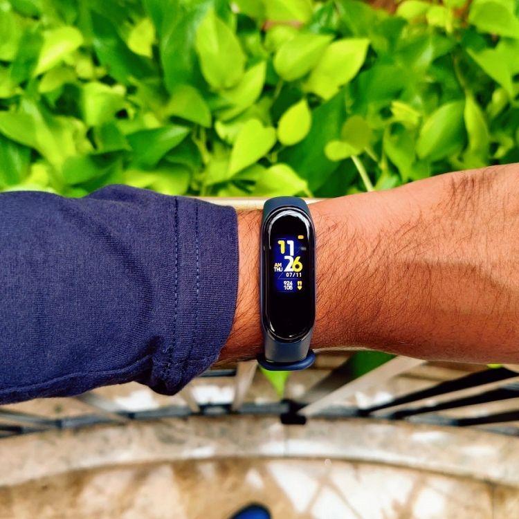 Pametna zapestnica Xiaomi Mi Band 4 (temno modra)