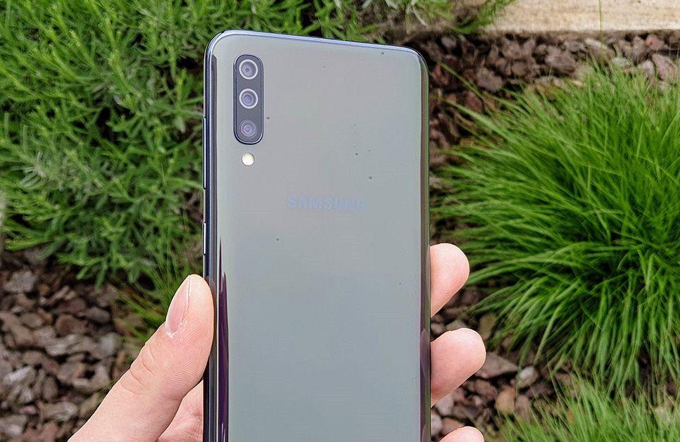 Nov Samsung Galaxy A7 2018 je tu!